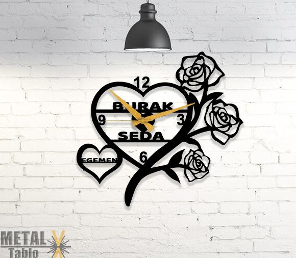 Kişiye Özel Kalp ve Güller Desenli Duvar Saati